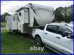 Fifth wheel KountryLite Quadslide and matched Ford Ranger Wildtrack tow truck